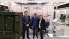 Από αριστερά προς τα δεξιά: Ο Διευθυντής της IDE Products and Solutions Δρ. Στέργιος Τόπις, ο Υφυπουργός Εθνικής Αμύνης της Δημοκρατίας της Λιθουανίας κος Vytautas Umbrasas και η πρέσβειρα της Ελλάδος στην Λιθουανία κα. Βασσιλική Δικοπούλου